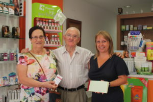 Mari Luz Gobeo ganadora del primer premio junto a Ana Isabel Antón farmaceútica de la Codoñera
